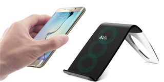 Caricatore Aukey wireless con stand da tavolo